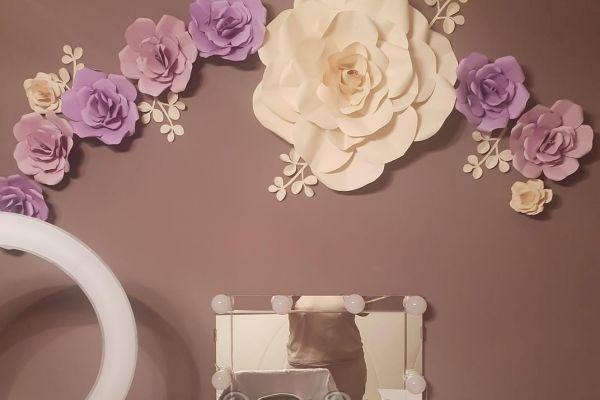 homedecor-giant-paper-flowersD5A3F379-99C1-29AE-5095-9A448C461C7C.jpg